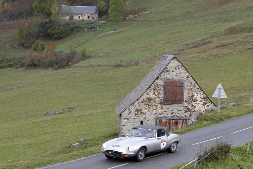 location-jaguar-type-e-cabriolet-seminaires-incentive-voitures-anciennes-drive-classic-13