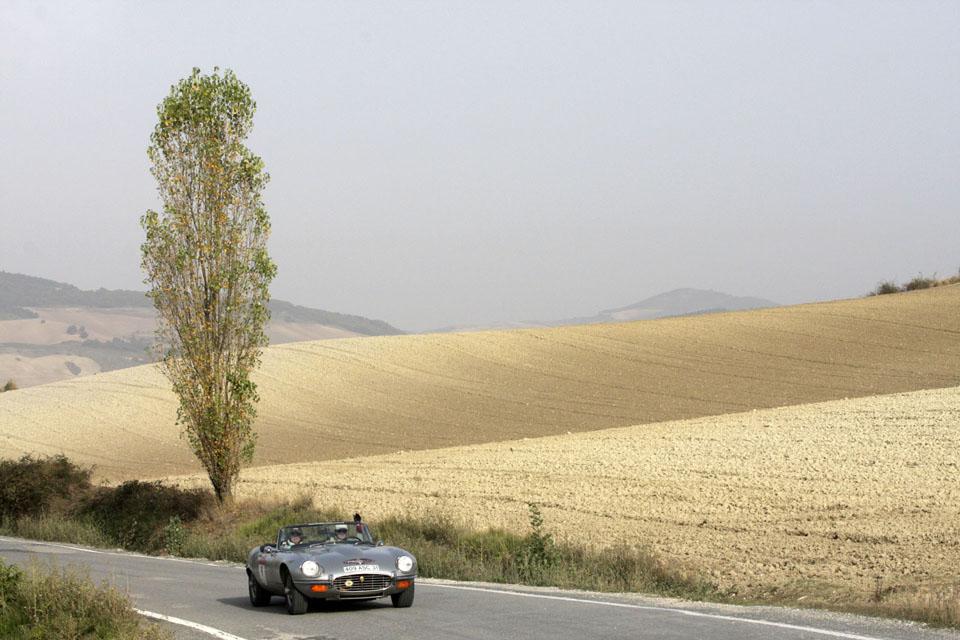 location-jaguar-type-e-cabriolet-seminaires-incentive-voitures-anciennes-drive-classic-4