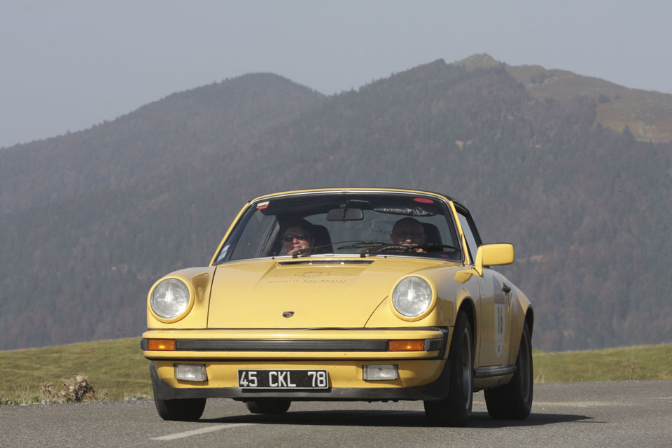 location-porsche-911-targa-seminaires-incentive-team-building-rallyes-location-automobiles-collection-drive-classic-16