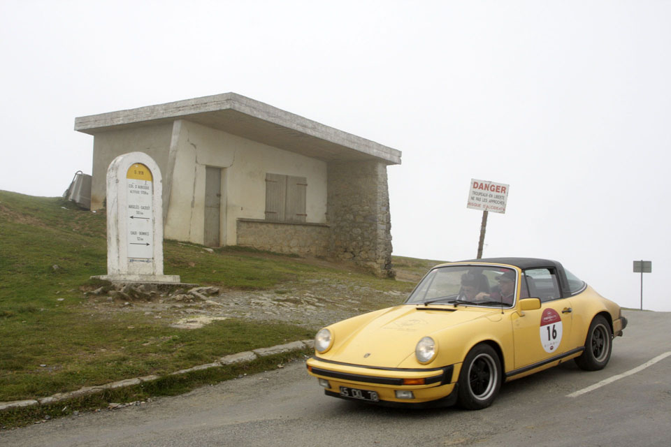 location-porsche-911-targa-seminaires-incentive-team-building-rallyes-location-automobiles-collection-drive-classic-17