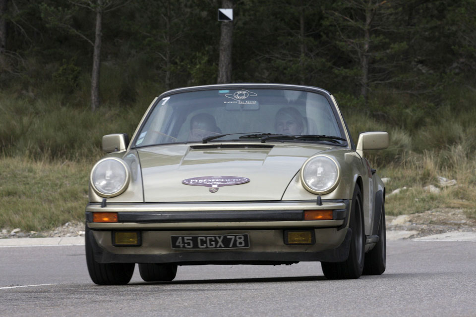 location-porsche-911-targa-seminaires-incentive-team-building-rallyes-location-automobiles-collection-drive-classic-21
