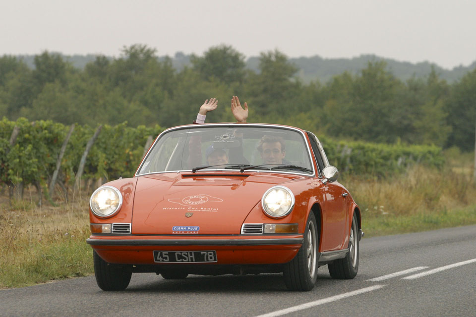 location-porsche-911-targa-seminaires-incentive-team-building-rallyes-location-automobiles-collection-drive-classic-3
