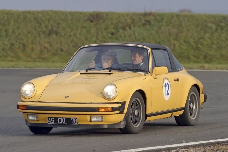 location-porsche-911-targa-seminaires-incentive-team-building-rallyes-location-automobiles-collection-drive-classic-5