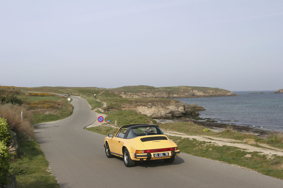 location-porsche-911-targa-seminaires-incentive-team-building-rallyes-location-automobiles-collection-drive-classic-7
