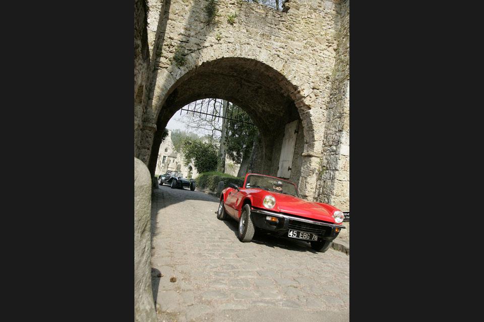 location-triumph-spitfire-incentive-team-building-seminaires-automobiles-collection-drive-classic-3