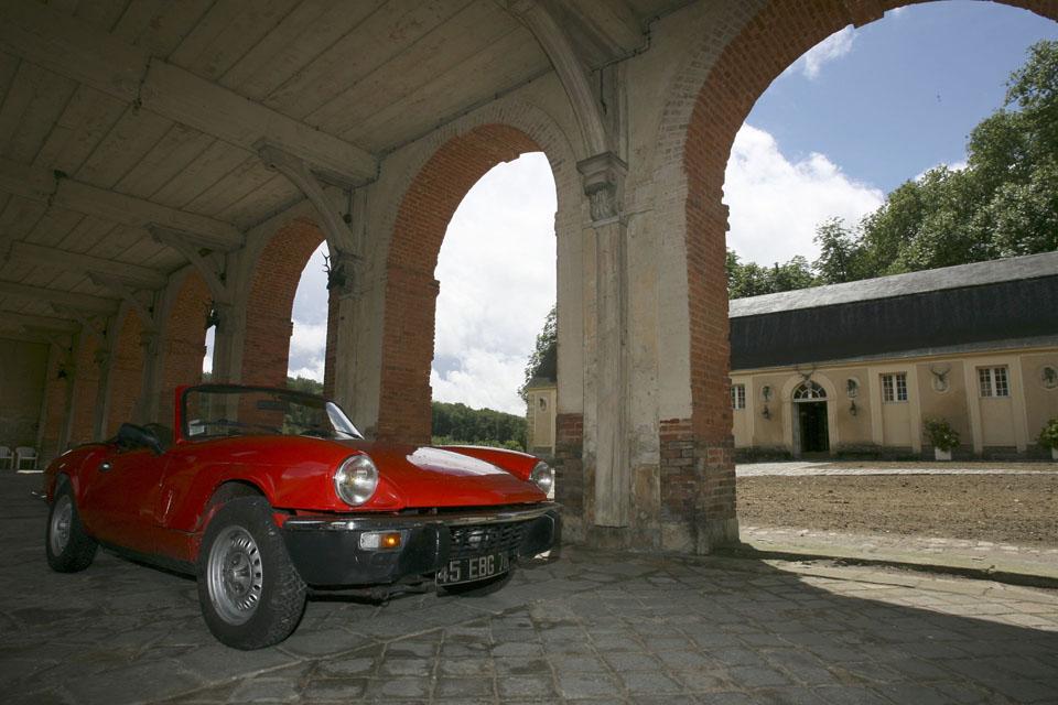 location-triumph-spitfire-incentive-team-building-seminaires-automobiles-collection-drive-classic-5