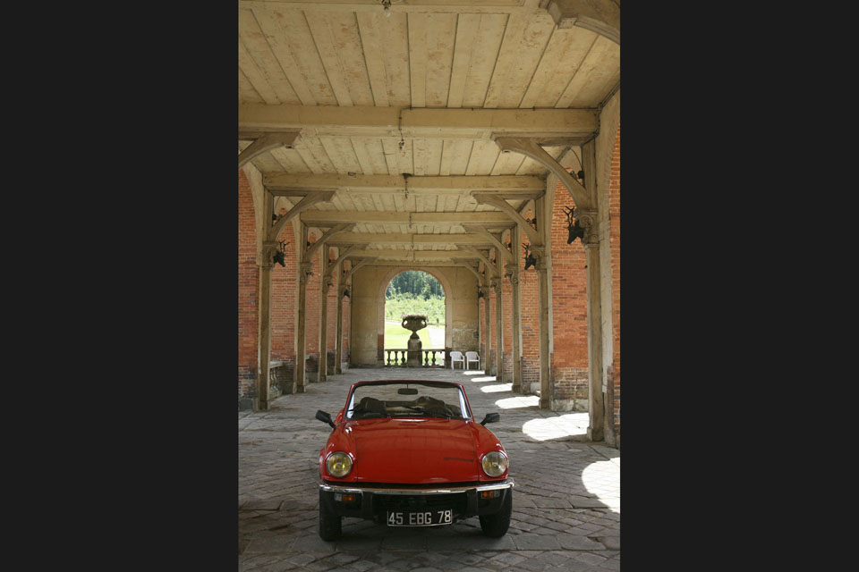 location-triumph-spitfire-incentive-team-building-seminaires-automobiles-collection-drive-classic-6