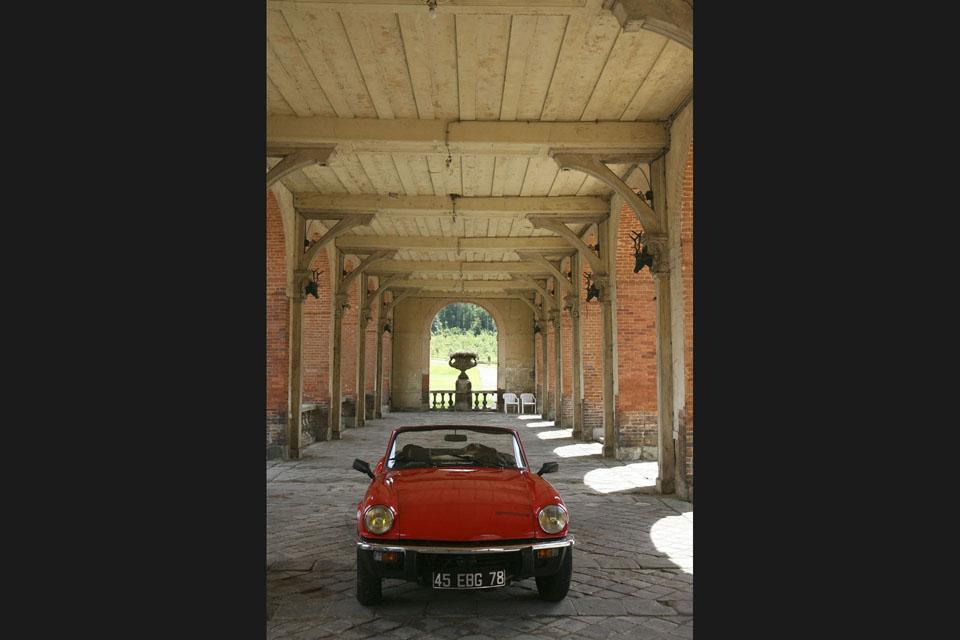 location-triumph-spitfire-incentive-team-building-seminaires-automobiles-collection-drive-classic-6
