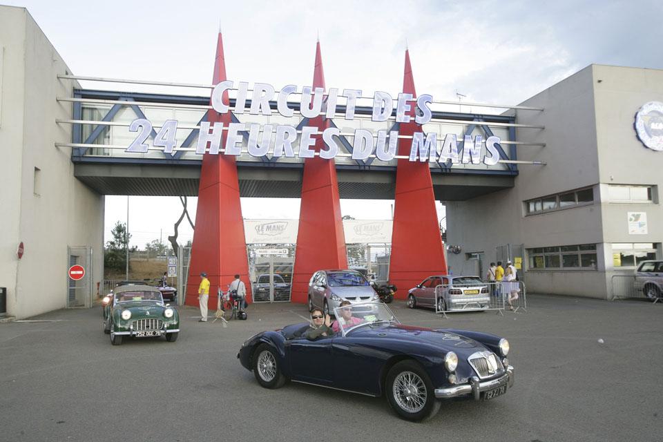 evenementiel-communication-evenementielle-seminaires-incentive-location-voitures-anciennes-drive-classic2