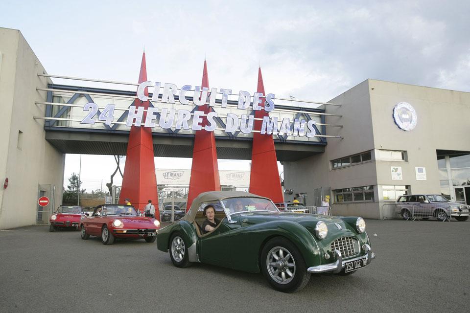 evenementiel-communication-evenementielle-seminaires-incentive-location-voitures-anciennes-drive-classic3