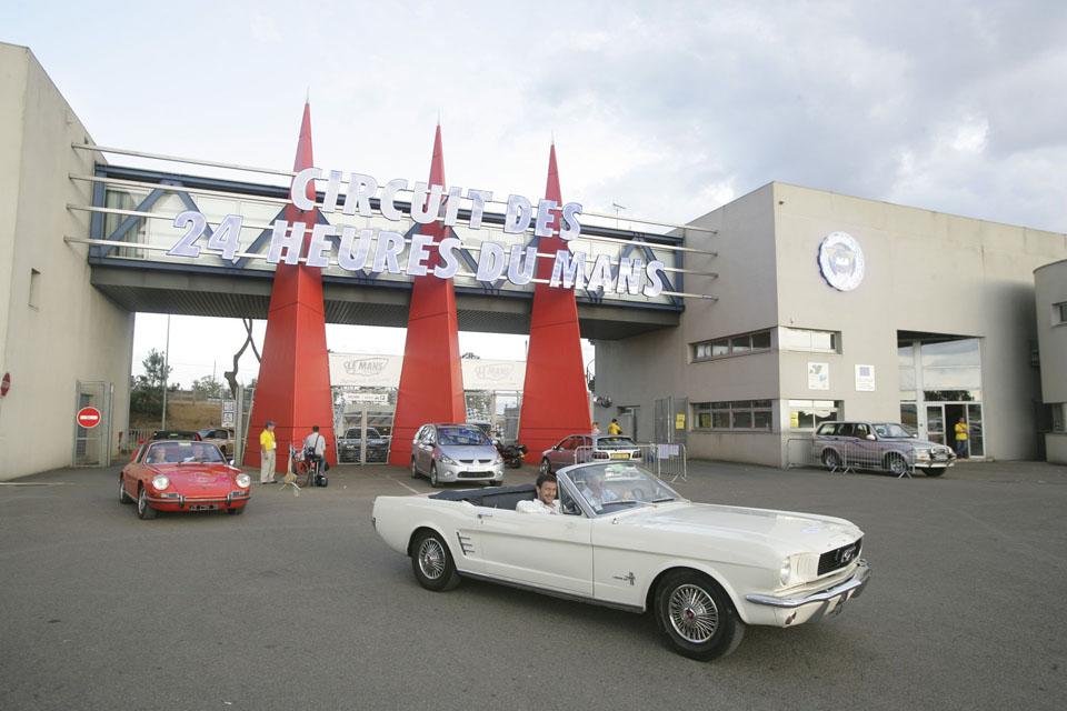 evenementiel-communication-evenementielle-seminaires-incentive-location-voitures-anciennes-drive-classic5