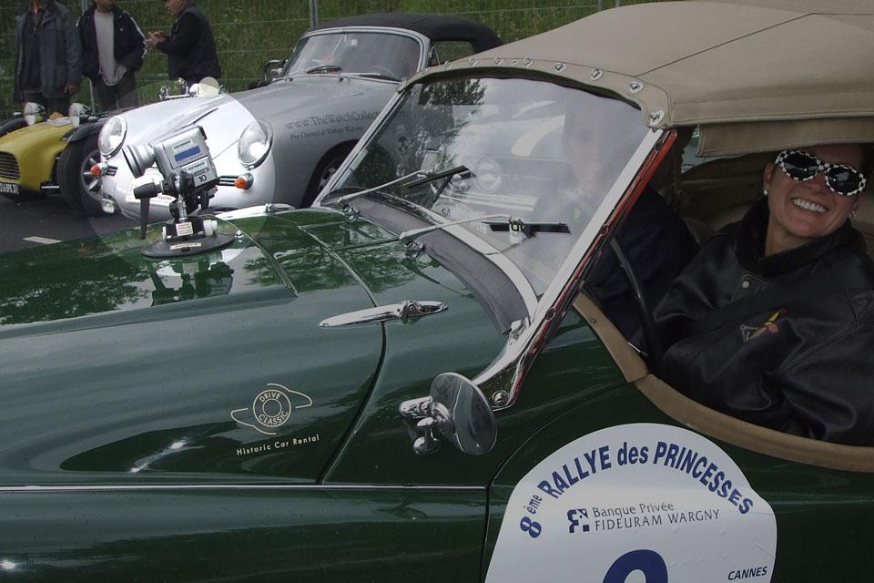 location-automobiles-collection-prises-de-vues-mode-pub-cinema-television-tv-drive-classic-16