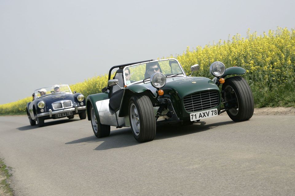 location-caterham-automobiles-collection-team-buiding-coaching-seminaires-incentive-drive-classic-03