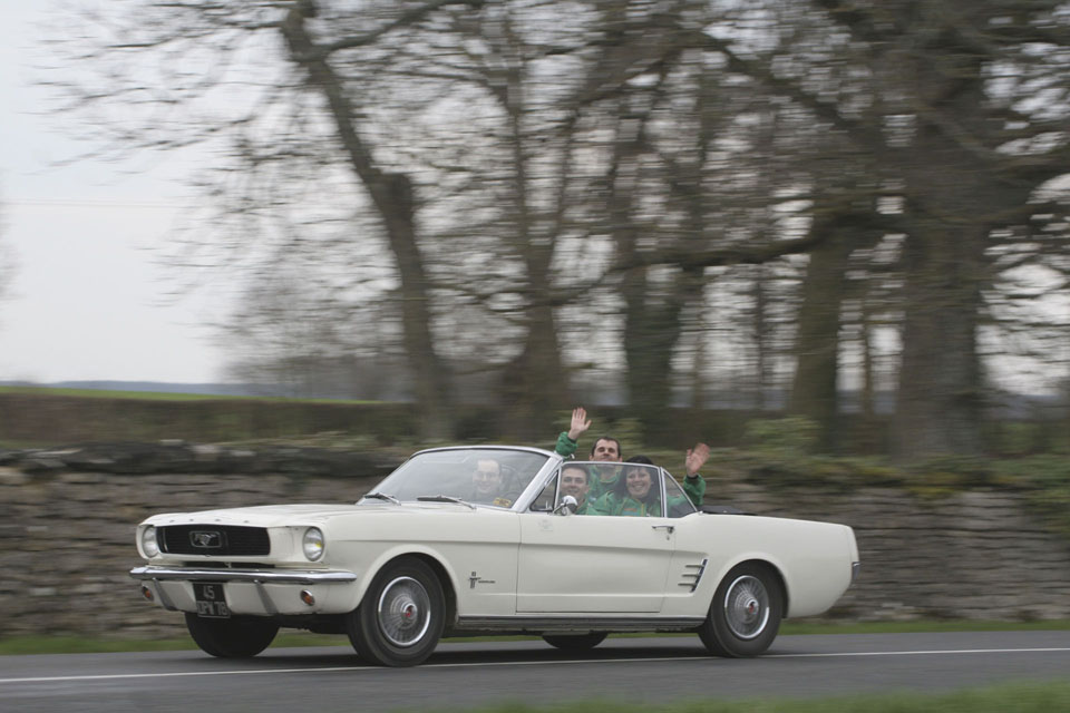 location-ford-mustang-cabriolet-seminaires-incentive-voitures-anciennes-drive-classic