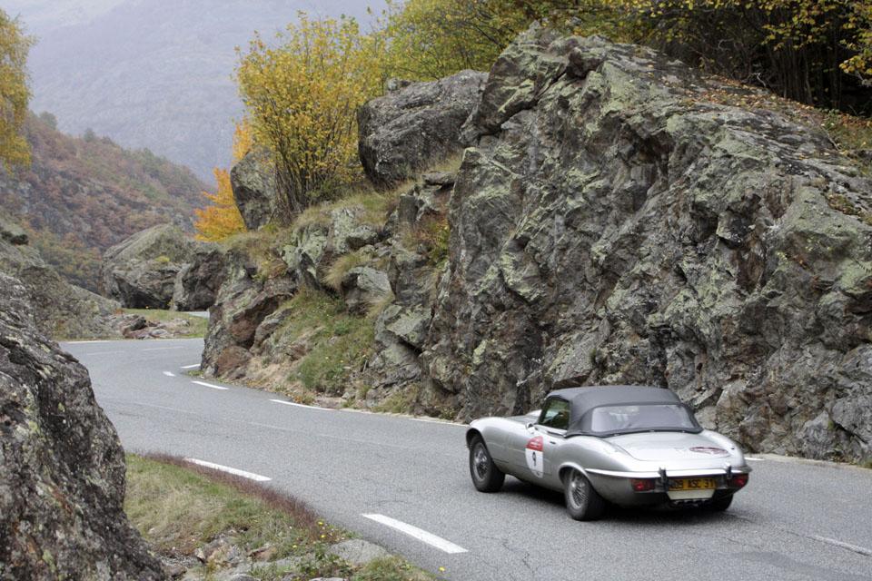 location-jaguar-type-e-cabriolet-seminaires-incentive-voitures-anciennes-drive-classic-11