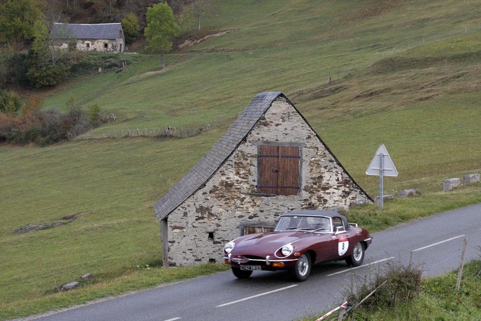 location-jaguar-type-e-cabriolet-seminaires-incentive-voitures-anciennes-drive-classic-12