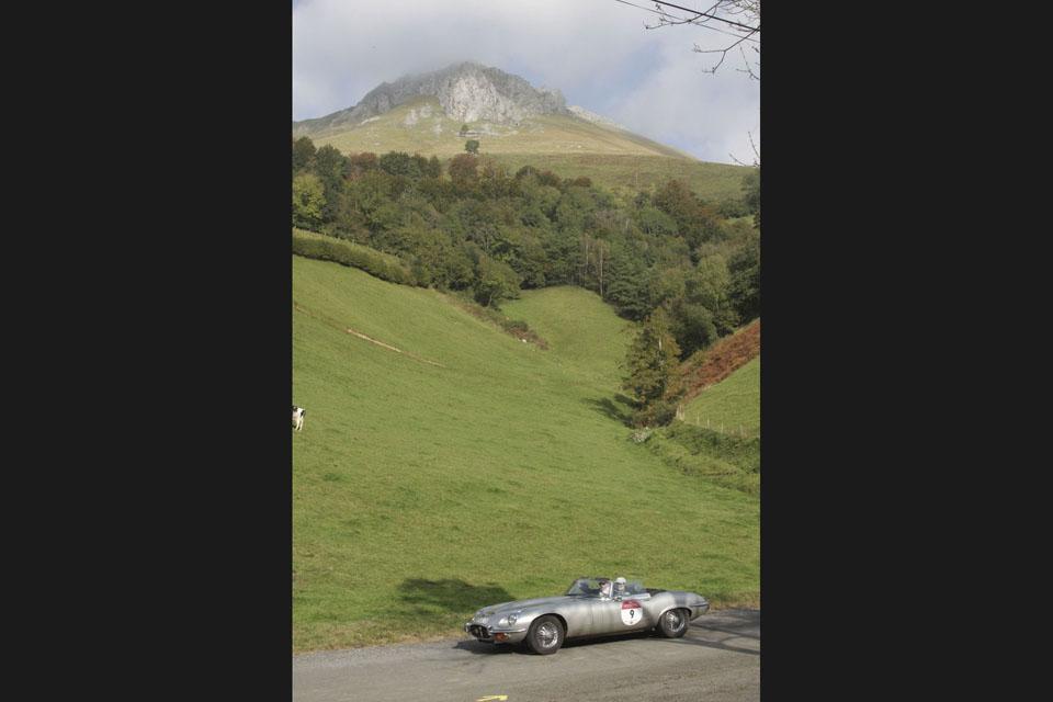 location-jaguar-type-e-cabriolet-seminaires-incentive-voitures-anciennes-drive-classic-9