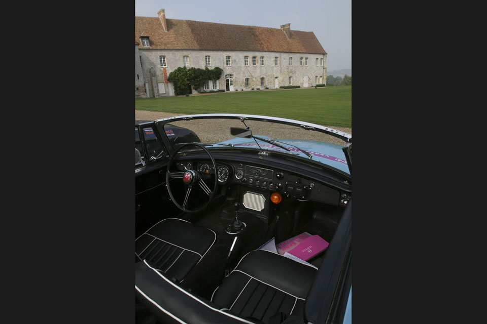 location-mgb-incentive-coaching-seminaires-team-building-drive-classic-4
