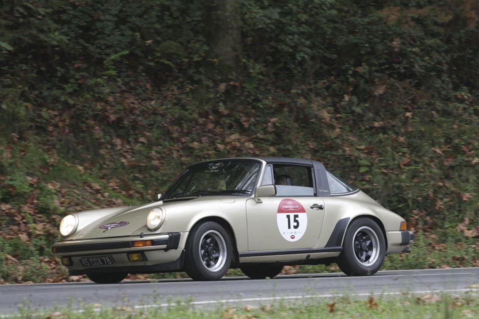 location-porsche-911-targa-seminaires-incentive-team-building-rallyes-location-automobiles-collection-drive-classic-12