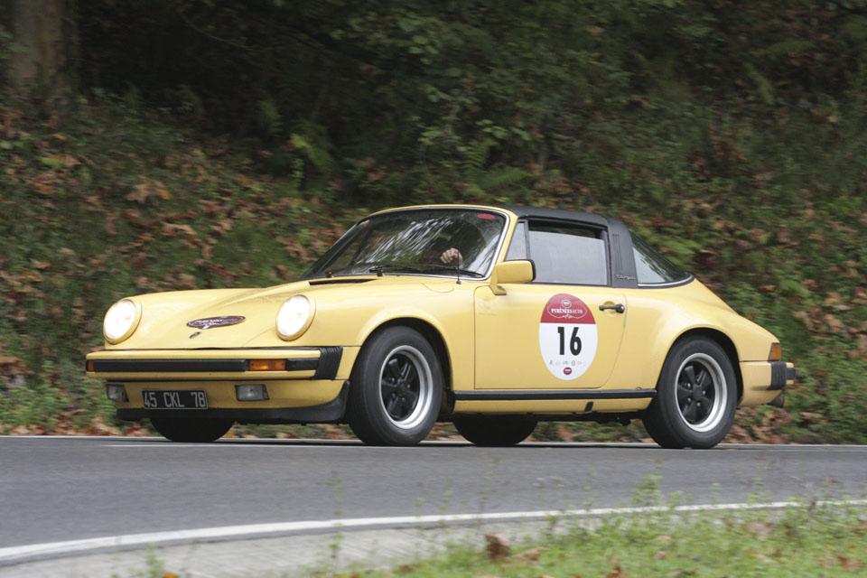 location-porsche-911-targa-seminaires-incentive-team-building-rallyes-location-automobiles-collection-drive-classic-13
