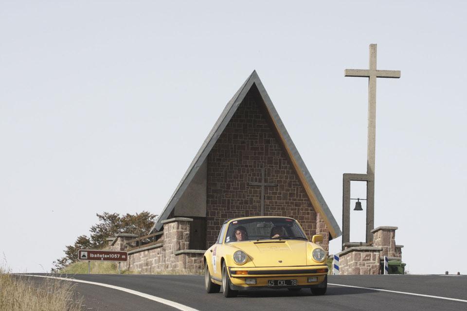 location-porsche-911-targa-seminaires-incentive-team-building-rallyes-location-automobiles-collection-drive-classic-14