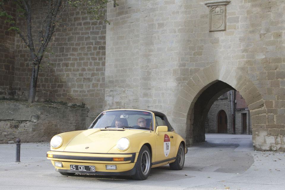 location-porsche-911-targa-seminaires-incentive-team-building-rallyes-location-automobiles-collection-drive-classic-15