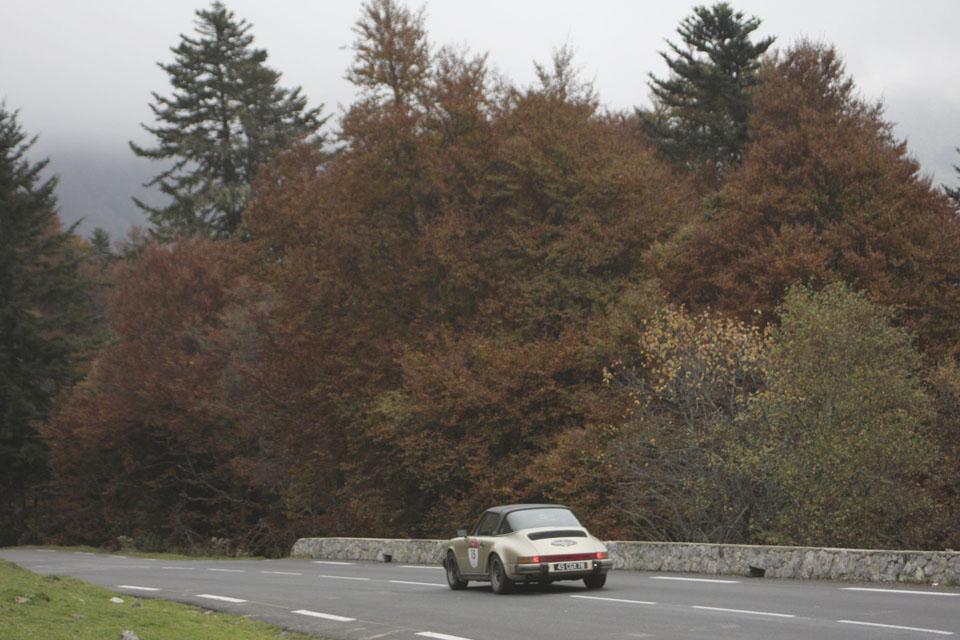 location-porsche-911-targa-seminaires-incentive-team-building-rallyes-location-automobiles-collection-drive-classic-19