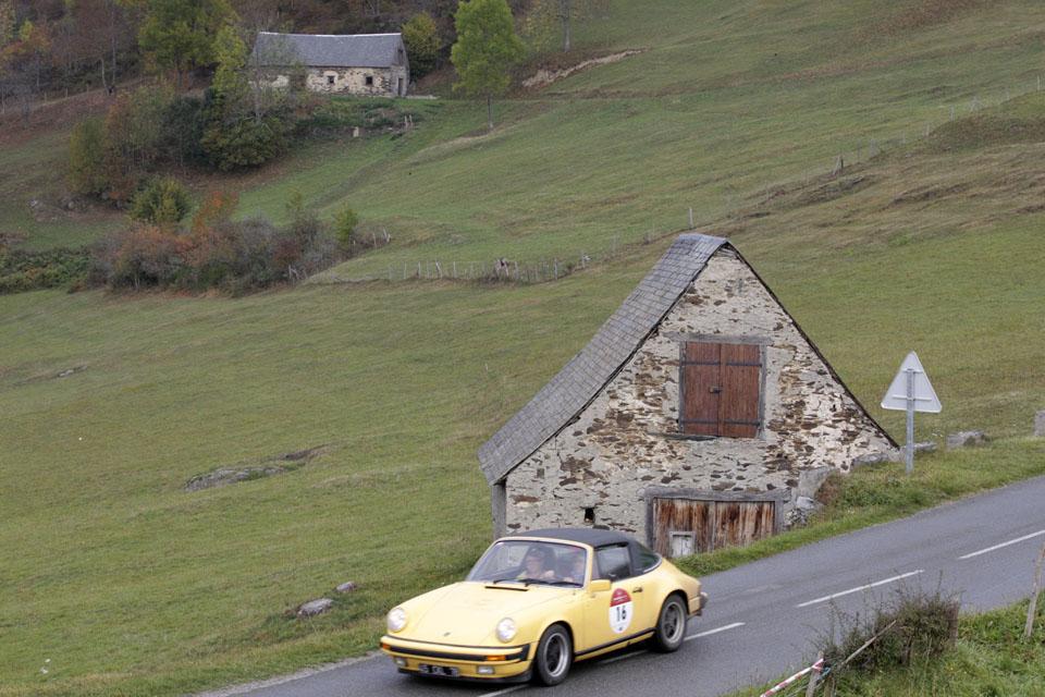 location-porsche-911-targa-seminaires-incentive-team-building-rallyes-location-automobiles-collection-drive-classic-20