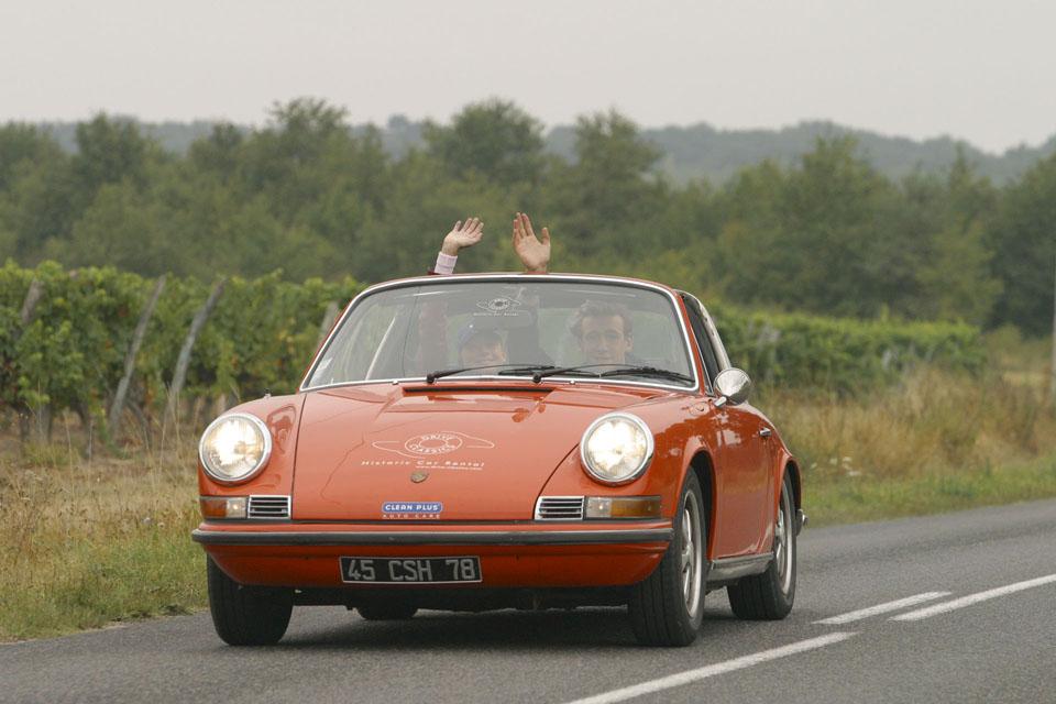 location-porsche-911-targa-seminaires-incentive-team-building-rallyes-location-automobiles-collection-drive-classic-3