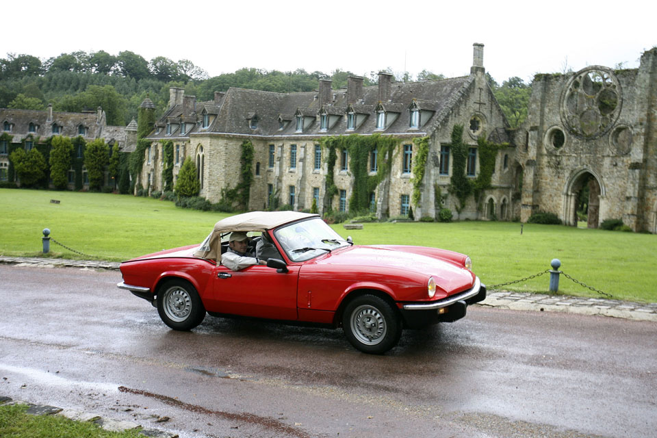 location-triumph-spitfire-incentive-team-building-seminaires-automobiles-collection-drive-classic-7